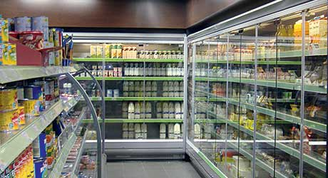 Many retailers choose single-glazed frameless doors which give excellent visibility and are easier to stock and merchandise. But they do require that a store has air conditioning. Shops that don't have air conditioning will have to use double-glazed doors to avoid problems with condensation.