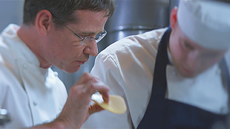 Scotland's top chef, Andrew Fairlie, is the new face of Albert Bartlett potatoes. The ad goes behind the scenes at his restaurant kitchen at Gleneagles.