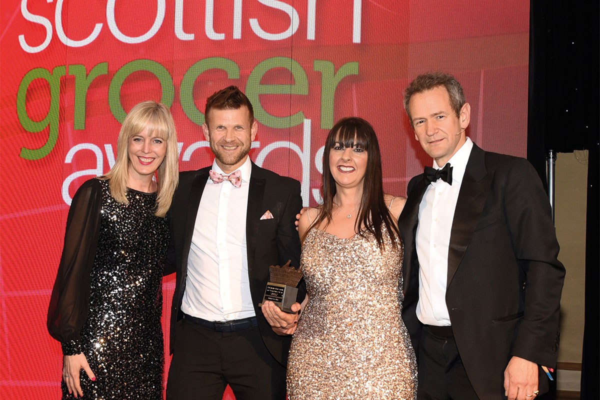 Nichola Grant, channel marketing manager, Highland Spring and Alexander Armstrong present the Health Promoting Retailer of the Year Award to Ross Macpherson and Mandi Duncan of Doonfoot Day-Today.