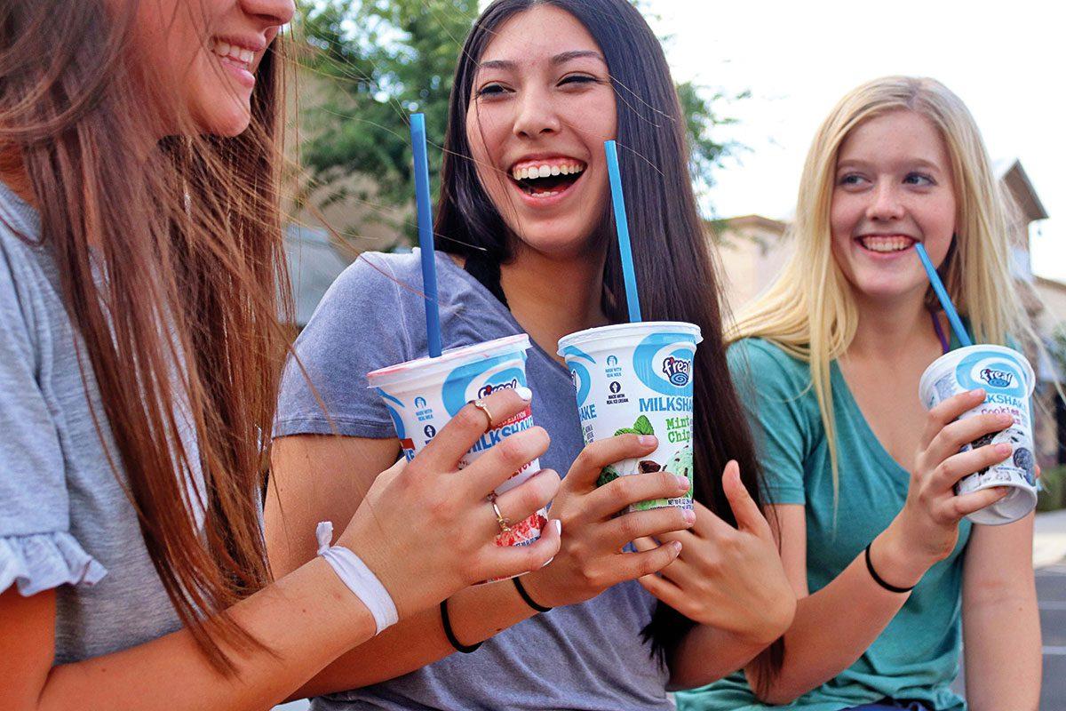girls-drinking-milkshakes